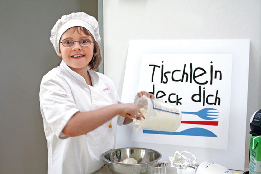 kinderrestaurants-Foto-Mädchen-Schild